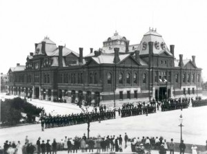Pullman strikers in Chicago. The Illinois National Guard is visible protecting the building.